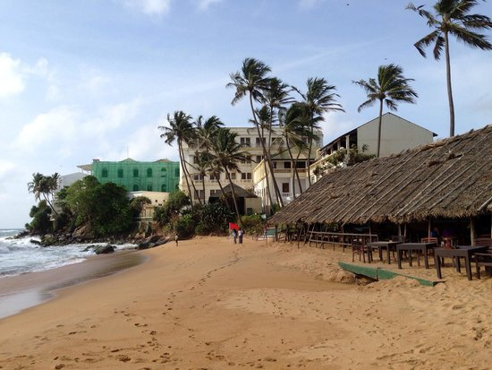Mount Lavinia Hotel: View of the hotel from the beach