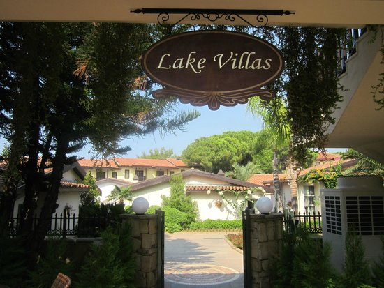 Paloma Grida Resort & Spa: Entrance to lake villas