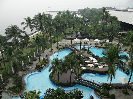 Sofitel Philippine Plaza Manila: Pool/Beach Area