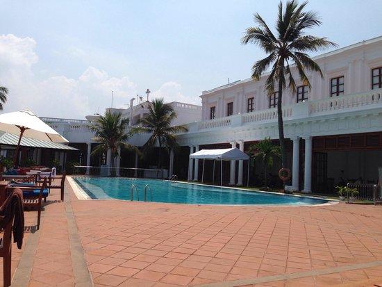 Mount Lavinia Hotel: Pool area