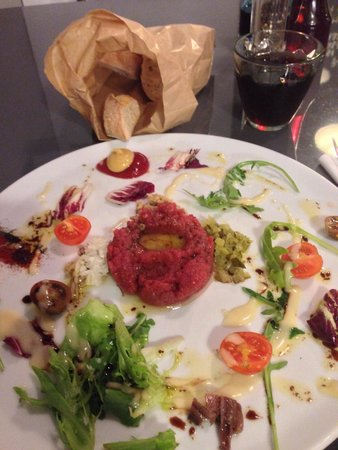 Magnes Restaurant Grill & Lounge: Beef tartare with quail egg. Delicious