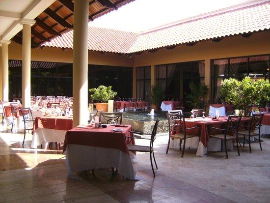 Meliá Caribe Tropical: eating area