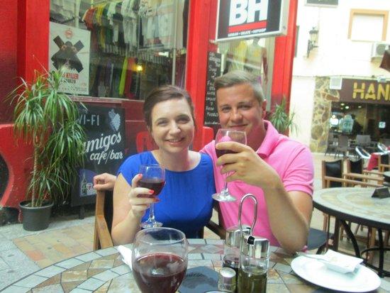 Amigos Restaurant and Roof Terrace: Enjoying Sangria!