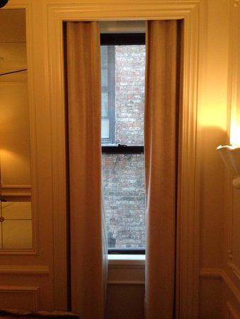 The Marlton Hotel : No view but charming decor, good lighting and welcoming lobby space make up for it. Get out! You