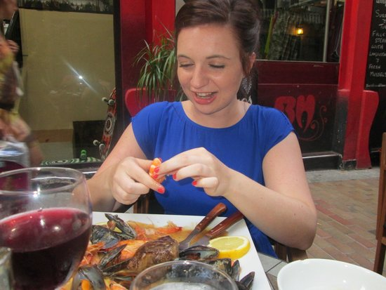 Amigos Restaurant and Roof Terrace: Peeling Prawns
