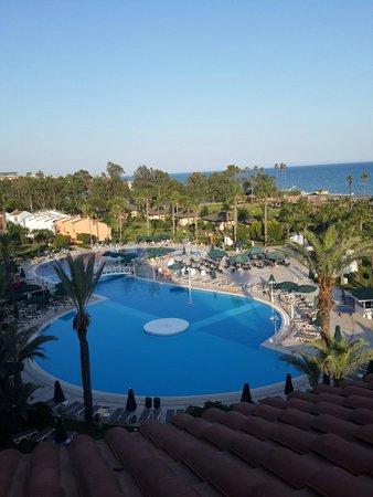 IC Hotels Santai: Odadan havuzun görünüşü.