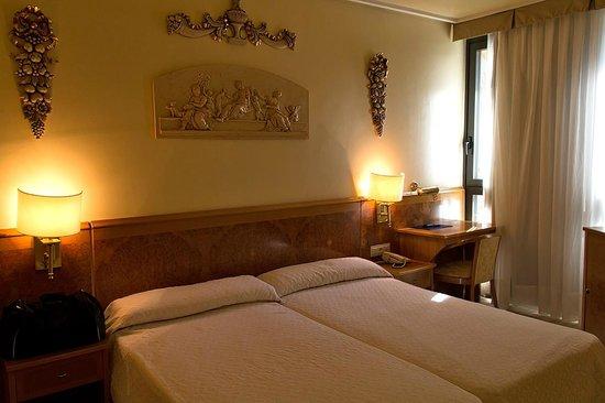 San Polo: Room