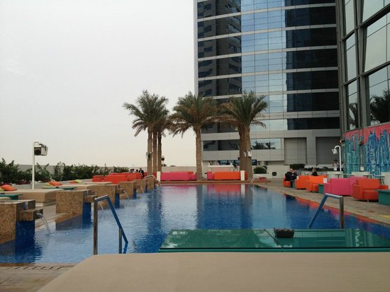 Dek on 8 picture of media one hotel dubai dubai for Piscine 8eme
