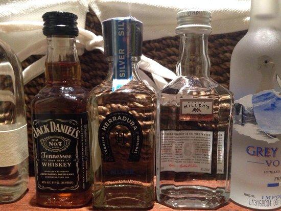 The Marlton Hotel: Love the top shelf liquor in mini bar! All snacks were high quality!