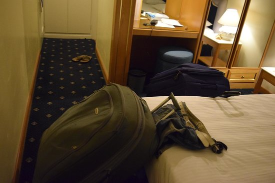 Royal Olympic Hotel: No Room Space - Executive room of a 5 star