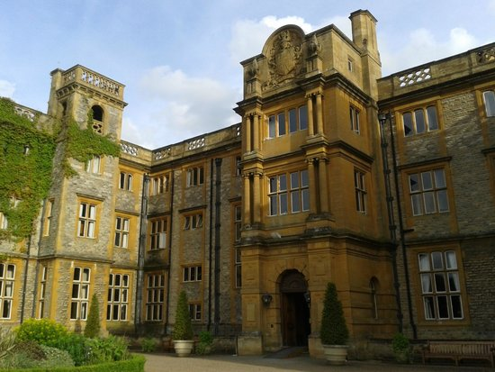 Eynsham Hall Hotel: wing of Eynsham Hall