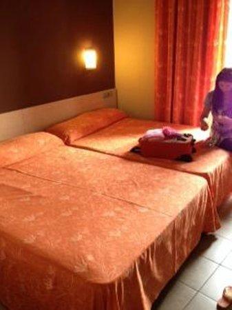 Tossa Center Hotel: Twin room