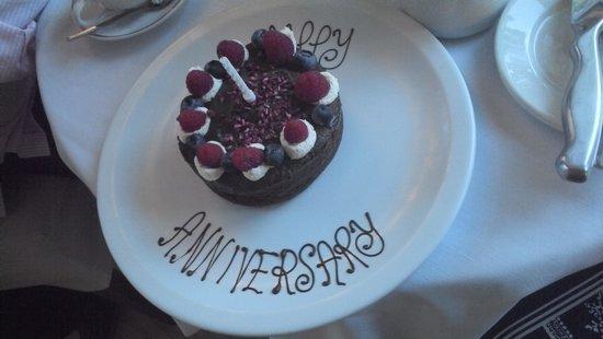 Oxo's Restaurant: Anniversary cake