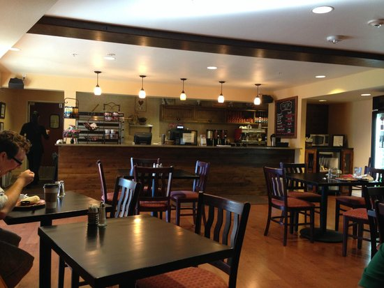 The Lodge at Eagle Crest : Cafe next to lobby.