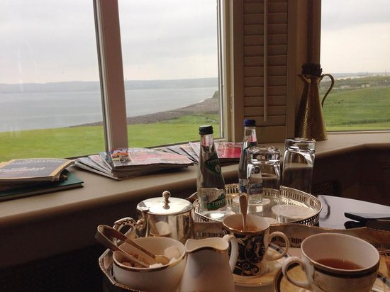 Moy House: Afternoon tea and the sea
