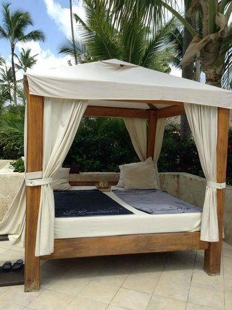 Majestic Colonial Punta Cana : Bali beds at Colonial Club Pools