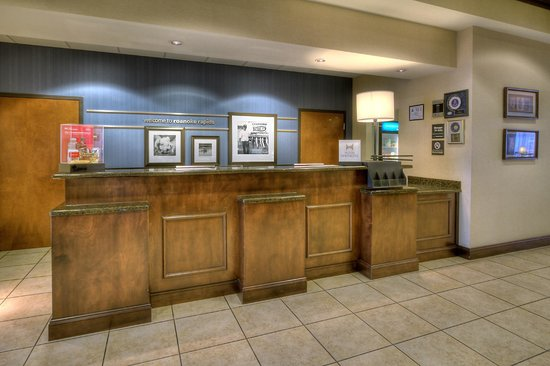 Hampton Inn Roanoke Rapids: Front Desk