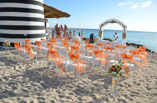 Iberostar Hacienda Dominicus : Beach Wedding setting