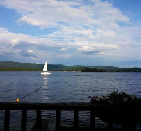 O'Connor's Resort Cottages: view straight out from lakeside deck