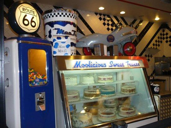 Moo Time Creamery: Vista del interior