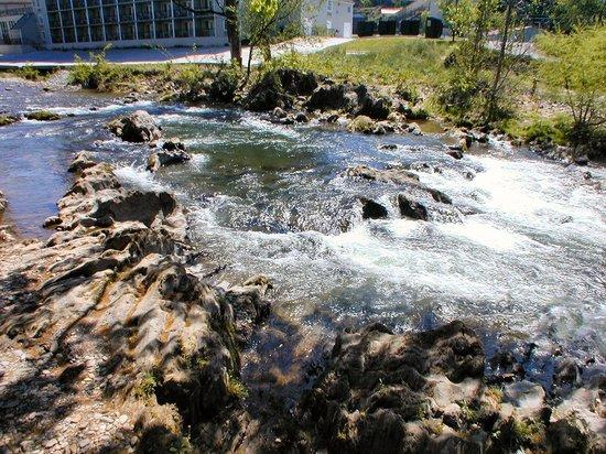 Twin Mountain Inn & Suites: River