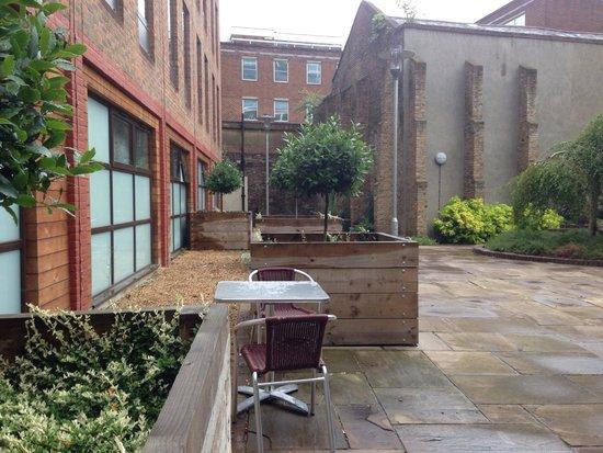Point A Hotel, London Liverpool Street : The garden inside
