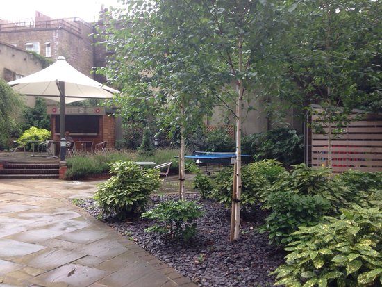 Point A Hotel, London Liverpool Street: Another garden view inside