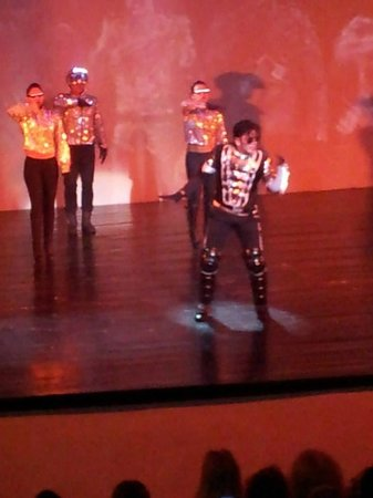 Golden Parnassus All Inclusive Resort & Spa Cancun: Michael Jackson show at the Great...Quite a production