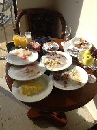 Golden Parnassus Resort & Spa: Breakfast room service