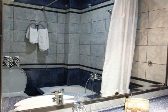 Centrotel Hotel: badkamer bij kamer aan voorzijde hotel