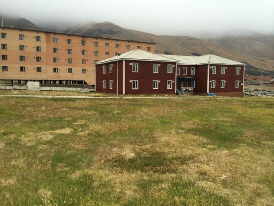 Pyramiden : Old abandoned buildings