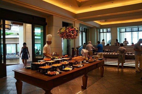 The Peninsula Bangkok: Breakfast