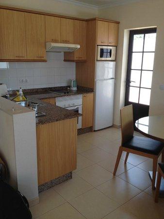 Costa Sal Villas and Suites: Kitchen