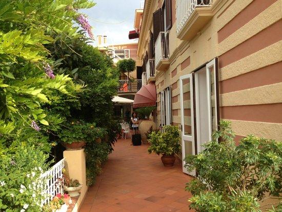 Romantic Hotel & Restaurant Villa Cheta Elite : View of the entrance of the Hotel