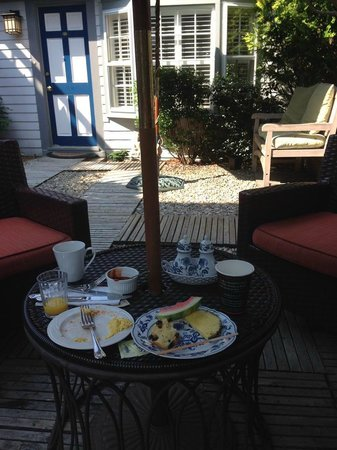 Carpe Diem Guesthouse & Spa: Breakfast in the courtyard