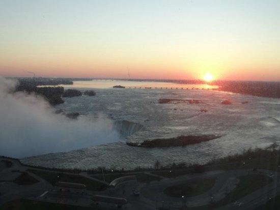 Niagara Falls Marriott Fallsview Hotel & Spa : vue de la chambre au petit matin