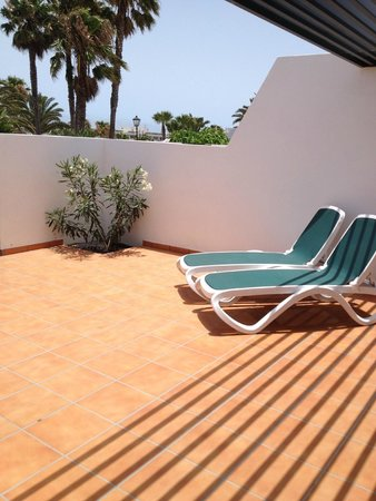Costa Sal Villas and Suites: private sun loungers