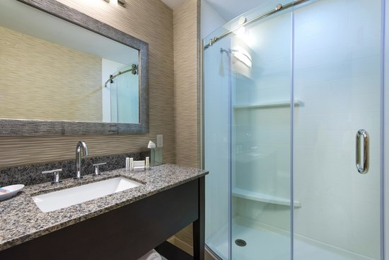 Fairfield Inn Boston Sudbury: Bathroom