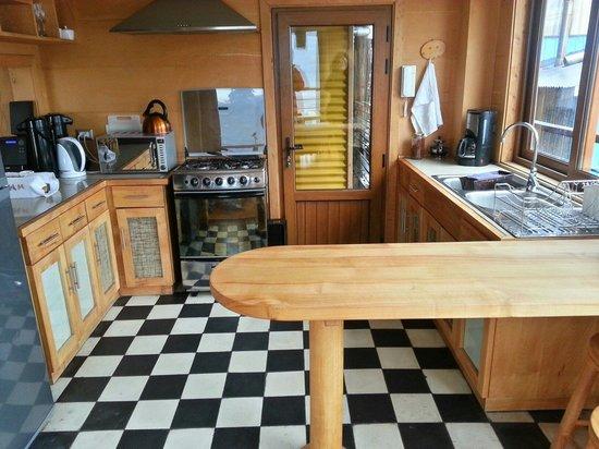 Hotel Palafito 1326 : Communal kitchen.