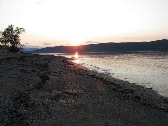 Gîte Le long détour : Sun set on the beach!