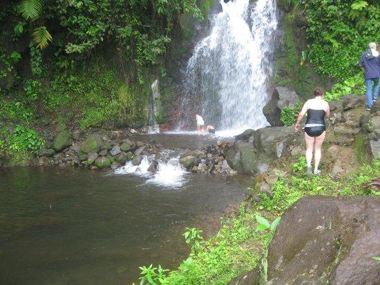 Blue River Resort & Hot Springs: 2e cascade où on se baigne après le tour à cheval