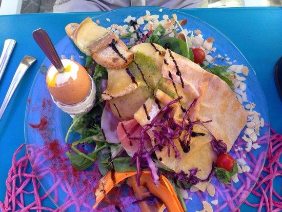 """Le Pré Vert : Salade """"le bouton d'or"""" le 31/07/2014. Repas très très satisfaisant !"""