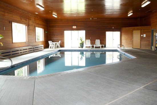 Vintage Valley Inn: Pool and Hot tub area