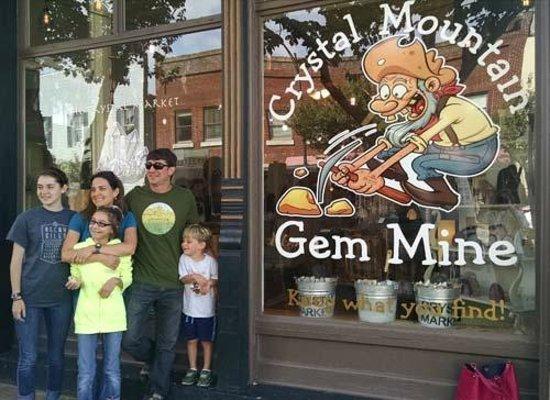 Crystal Mountain Gem Mine : We met outside before the doors opened.