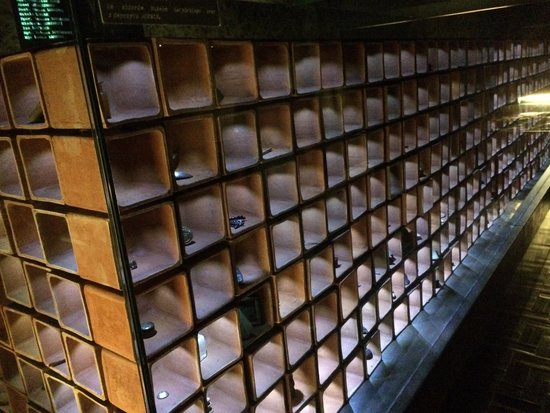 Polish Army Museum (Muzeum Wojska Polskiego): Collectie uit de graven van Katyn.
