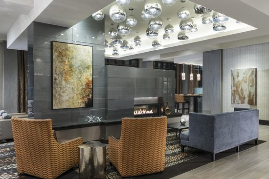 Hampton Inn & Suites Portsmouth Downtown: Lobby