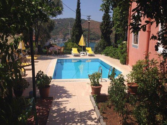Duygu Pension: Het zwembad