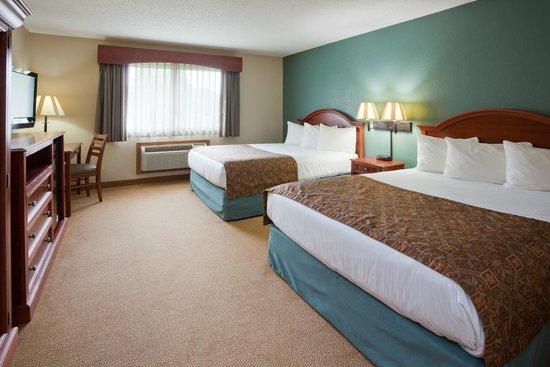 AmericInn Hotel & Suites St. Peter: queen double room