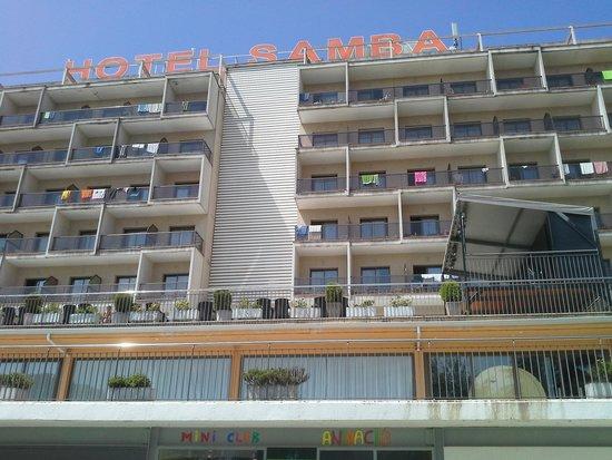Hotel Samba: le derrière de l'hotel côté piscine