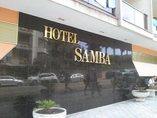 Hotel Samba: la facade de l'hôtel devant